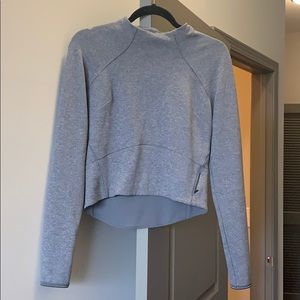 Lululemon cropped running top with zipper pocket